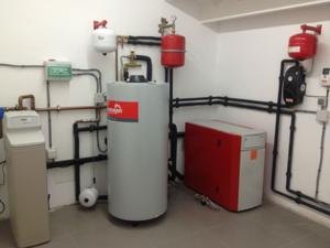 -Sala de calefaccion central Las Condes Santiago